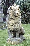 Löwe sitzend, stone lion, Gartenfigur, Steinfigur, Steintier Farbe sandstein