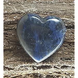 KRIO® - Sodalith Herz mit interessanter Zeichnung, als Anhänger gebohrt für ein Lederband, elegante bauchige Form