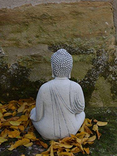 herrlicher-buddha-aus-steinguss-frostfest-3