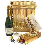 Geschenkset Sekt & Pralinen in Holzkiste | Gefüllter Geschenkkorb mit Brut Chardonnay & Süßigkeiten | Geschenk Set Präsentkorb
