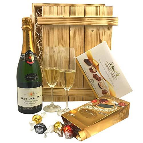 Geschenkset Sekt & Pralinen in Holzkiste   Gefüllter Geschenkkorb mit Brut Chardonnay & Süßigkeiten   Geschenk Set Präsentkorb - Edelbitter-schokolade Gourmet Geschenk