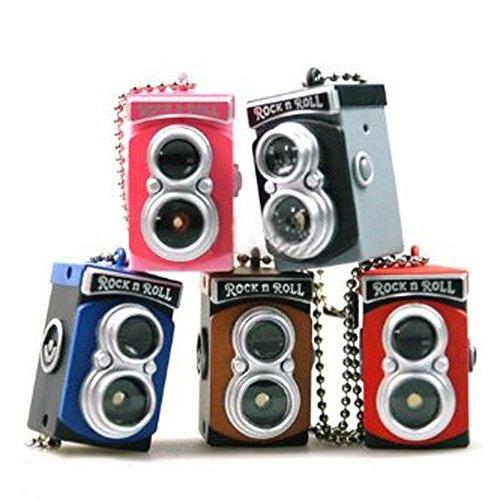 Preisvergleich Produktbild Schluesselring - TOOGOO(R) Mini Doppel Linse Spiegelreflexkamera Stil LED Blitzlicht Verschluss Klang Schluesselring(Farbe Random)