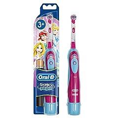 Idea Regalo - Oral-B Stages Power Kids Spazzolino a Batteria per Bambini Cars o Princess, modelli assortiti, 1 Pezzo
