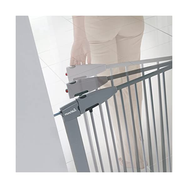 Munchkin Safety Gate Easy Lock (Silver) Munchkin Safety gate with easy lock and easy closure by pushing with one hand The pressure indicator ensures correct installation of the barrier The press-fit U frame allows 4 points firmly fixed by Assembly pressure 4