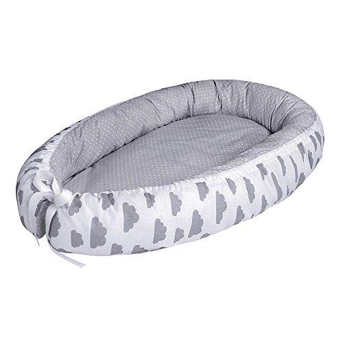 LULANDO multifunktionales Babynest Kuschelnest Babynestchen (80 x 45 cm). Weiches und sicheres Baby-Reisebett Babybett Nestchen für Neugeborene. Farbe: Grey Clouds / Dots Grey