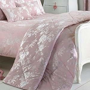 riva paoletti tagesdecke balmoral bettdecke rosa 260 x 240 cm k che haushalt. Black Bedroom Furniture Sets. Home Design Ideas