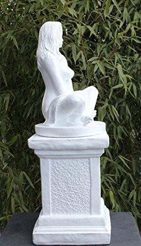 Dekofigur Sexy Lady auf Säule in Weiss – erotische Frauenfigur – schöne nackte Frauen Statue als Wohndeko