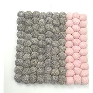 feelz – Untersetzer aus Filzkugeln quadratisch 20x20cm natur pastell rosa weiß blau Handarbeit Topfuntersetzer Wollfilz – Fairtrade