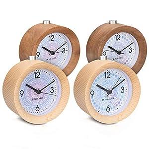 Navaris Analog Holz Wecker mit Snooze – Retro Uhr Rund mit Design Ziffernblatt Alarm Licht – Leise Tischuhr Ohne Ticken – Naturholz in Dunkelbraun