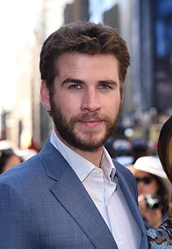 liam-hemsworth-at-a-public-appearance-for-independence-day-resurgence-cast-rings-the-nasdaq-stock-ma