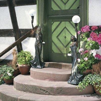 Bronzefigur mit Kugelleuchte Skulptur echte Handarbeit Gartenskulptur Gartenfigur Garten-Statue
