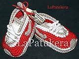 Patucos para bebé de crochet, Unisex. Estilo Nike, de color Rojos/Grises, 100% algodón, tallas de 0 hasta 12 meses, hechos a mano en España. Regalo para bebé.