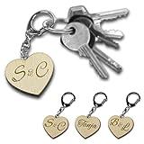Casa Vivente Herz-Schlüsselanhänger aus Holz - Personalisiert mit [NAMEN] oder [INITIALEN] – Geschenkideen für Verliebte - Valentinstagsgeschenke – ca. 9 cm x 4,1 cm
