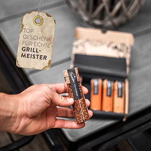 51kJcyKai1L - BBQ Grill Gewürze Geschenkset Männer I 5 erlesene Grillgewürze inkl. Rezepte, perfektes Grill Geschenk für Männer, Grill Geschenke für Männer