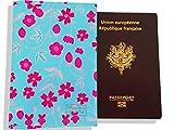 Protège passeport femme, porte-passeport, range passeport, motif Petites fleurs roses fond bleu Réf. PP879