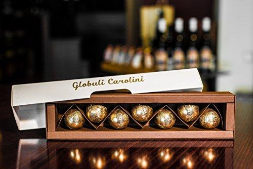 Globuli Carolini - eine handgefertigte Delikatesse aus Schokolade, in Rum eingelegte Zwetschgen, Bitterschokolade, Weiße Schokolade und Mohn.
