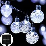 Luces solares de la secuencia easyDecor 30 LED 21ft 8 Mode Burbuja Luces de hadas de la Navidad de la bola de cristal para el paisaje al aire libre de Navidad Paisaje Jardín Casa de vacaciones Camino decoración del partido de césped (Blanco fresco)