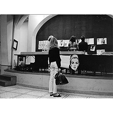Women looking at the pictures of Jean Rosemary Shrimpton.