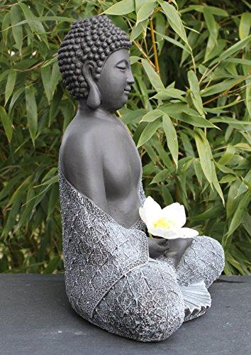 tiefes-kunsthandwerk-buddha-figur-aus-stein-sitzend-in-schiefer-grau-statue-frostsicher-und-wetterbestaendig-fuer-garten-und-balkon-handgefertigt-in-deutschland-4