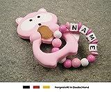 Baby Silikon Greifling Beißring mit Namen | individueller Beißanhänger als Geschenk zur Geburt & Taufe | Mädchen Motiv Waschbär in rosa