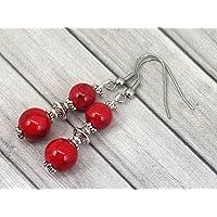 Pendientes colgantes Thurcolas de estilo chic y clásico en turquesa reconstituida roja y acero inoxidable