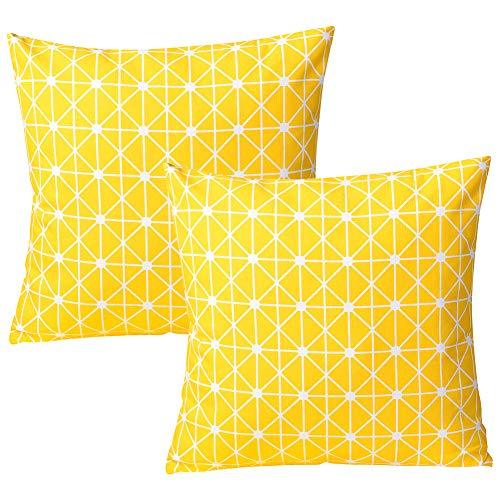 Cojín amarillo para sala. Geométrico cuadrado.