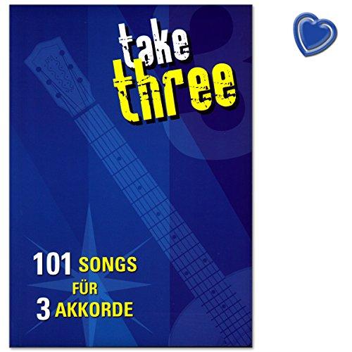 take three - 101 Songs für 3 Akkorde eine coole Sammlung von 101 Songs für Gitarre, die man mit nur 3 Akkorden spielen kann - Notenbuch mit bunter herzförmiger Notenklammer