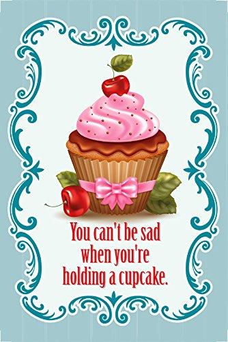 you-cant-be-sad-when-youre-holding-a-cupcake-du-kannst-nicht-traurig-sein-wenn-du-eine-cupcake-in-de