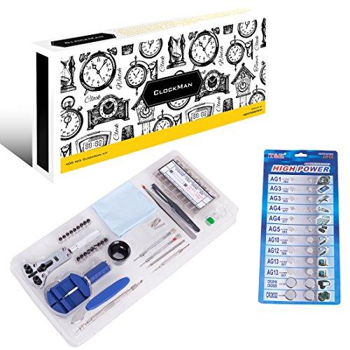 Preisvergleich Produktbild ClockMan - ein 400-teiliges Luxus-Uhrenmacherwerkzeugset mit Gehäuse- und Hüllenöffner/ Brechgeräten und Durchtreibern, Stahlpinzetten, Armbandgliedanpasser, 360 Teile an verschiedenen Stahlfederstegen und geräten, Vergrößerungsglas, Hammer, Präzisionszangen, Uhrengehäusehalter, Uhrenarmbandentferner, 24 Teile verschiedenen Ersatzbatterien, Tuch für Schmierfett und Statik, Uhrenöl + Tragetasche.