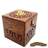 Regalo especial del día de las mujeres, caja de almacenaje de las monedas de madera, banco cuadrado del dinero de la forma con el trabajo de la talla y la cerradura.