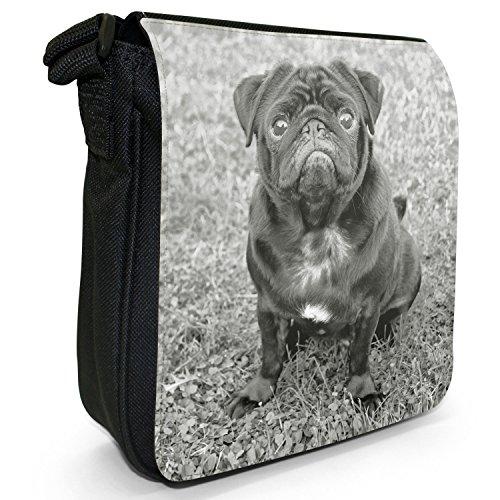 Carlino Pugs Love Little Cani Piccola Borsa a tracolla tela nera, misura piccola Black Pug Sat On Grass In Park