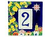 Hausnummern Bilderrahmen aus Keramik Fliesen, Hausnummer Fliese A 1Platz.Achtung: Die Farben der Akteure zwischen die Fotos der Anzeige und die Fliese dass es kommt zu Hause, Anders sein, als farbige Hand mit Zufällige Farbe, während die Hintergrundfarbe bleibt immer dasselbe.Bilderrahmen verziert denn mit dem inneren eine Hilfe.verfügbaren Zahlen 1bis 9. Abmessungen: Dübel: H 7,5cm, L 4,5cm, Dicke 0,6cm.Bilderrahmen: H 15cm, L 15cm, Dicke 1cm.