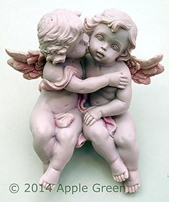 Cherub Couple Sitting Kissing - Shelf Sitter 13 cm