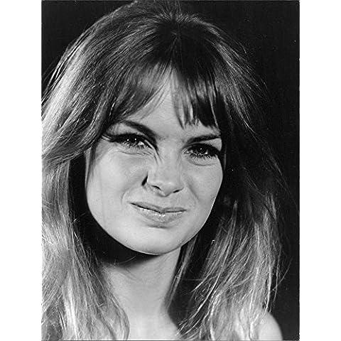 Jean Rosemary Shrimpton given facial expression.