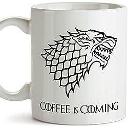 Taza parodia de Juego de Tronos - Game of Thrones Mug - El café se acerca / Coffee is coming - Escudo de la casa Stark - Tazas de series - 350 ml …