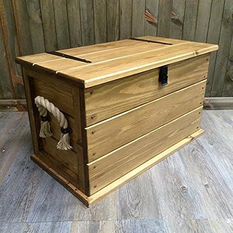 Table basse coffre fait main en pin rustique massif../de coffre