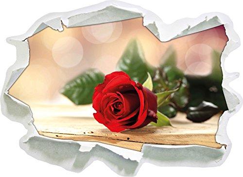 Noble Rose sul vecchio tavolo di legno,