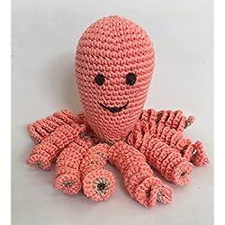 Pulpo de crochet para recien nacidos, pulpo amigurumi para bebés. Color salmón.