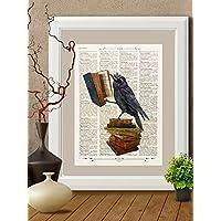 Stampa corvo che legge su pagina di libro antico