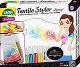 Lena 42597 Bastelset Textile Styler Spray, Komplettset mit 4 Sprühfarben, 1 Glitzerfarbe zum Verzieren, 8 Schablonen und Konturenstift, Textilgestaltungsset für Kinder ab 8 Jahre, Textilsprayfarbe