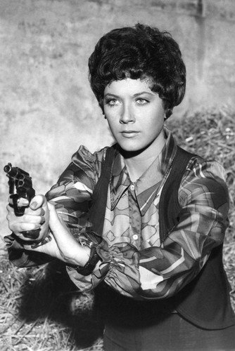 Linda Thorson Avengers (Moviestore Linda Thorson als Tara King in The Avengers 91x60cm Schwarzweiß-Posterdruck)
