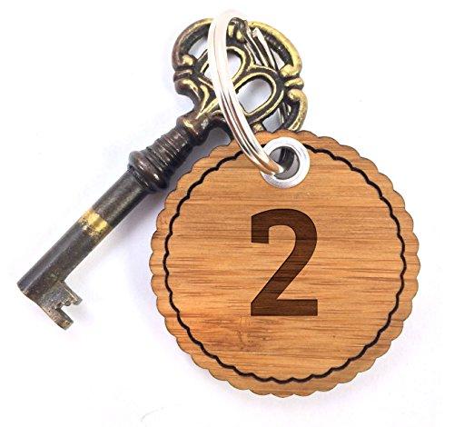Preisvergleich Produktbild Mr. & Mrs. Panda Rundwelle Schlüsselanhänger Zahl 2 - 100% handmade aus Bambus - Alphabet, Zeichen, Zahlen, Buchstaben, Buchstaben, Hotelzimmer, Zimmer, Hotel Schlüsselanhänger Anhänger Zahl 2, Zwei Hotelzimmer Hotel Gästezimmer Pension