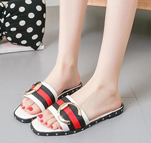 Round Schnalle weiblicher flacher Hausschuh mit flachen Sandalen und Pantoffeln weibliche Oberbekleidung Sommer Sandalen Wort zögert weiblich White