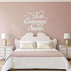 Pegatina todo comienza con un sueño para dormitorios color blanco 55 X 45 cm de OPEN BUY