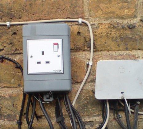 graffik-stickas-plug-socket