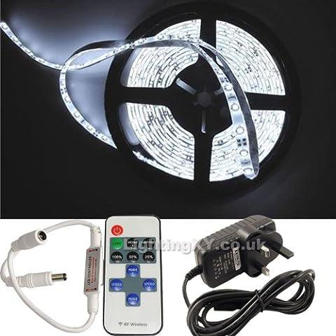 JnDee™ Kit complet bandeau de LED compatible variateur d'intensité avec transformateur d'alimentation, variateur d'intensité avec clignotant et télécommande sans fil Blanc froid 5m