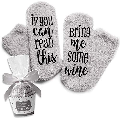 """Grau Luxus-Wein-Socken mit""""If You Can Read This Bring Me Some Wine"""" mit Cupcake-Geschenkverpackung von Smith's (Geschenkidee, lustiges Wein-Zubehör für Frauen, tolles Geburtstags- & Gastgeschenk)"""