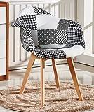Design accattivante. La sedia patchwork è un bel pezzo di arte che attira l'attenzione non appena la si nota, creando un perfetto inizio di conversazione. Realizzata dai nostri designers alla P&NHomewares.  Patchwork. Il design patchwork ...
