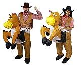 Déguisement pour couple cowboy et cowgirl chevauchant leurs chevaux dans l'ouest sauvage Américain. Idéal pour les enterrements de vie de garçon ou de jeune fille. ( Homme - XLarge | Femme - Large )