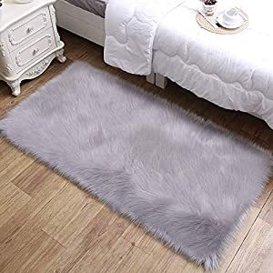 Aicehome Lammfell Teppich,Flaumige Kunstfell Teppich, Stilvolle Ultra Weiche Seidige Lammfellimitat Teppich für Schlafzimmer Sofa Matte, Schaffell Teppich,60X90 CM,Grau